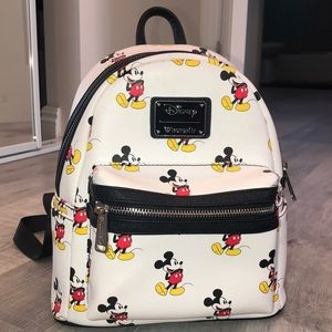 Super cute Disneyland mini backpack !